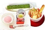 写真上(自家製抹茶ちいずけいき ¥380)、写真右(季節果物のマスカルポーネ和え ¥480)、写真左(桜のアイスクリーム ¥380)