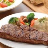 本場同様のボリュームと質の高い部位を味わえる当店自慢の肉料理