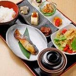 【ランチ】 メインを魚か肉かチョイス!20品目以上の食材使用