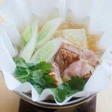 ちょっと贅沢に。多彩な食材を散りばめられた『一人小鍋 お昼からミニコース』ゆったりとお昼をどうぞ。