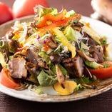 豚の角煮と木の子のマリネの和風温製サラダ