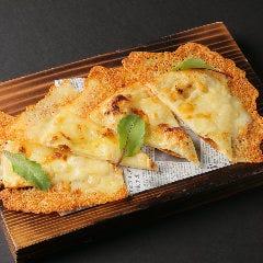 ■ラクレットチーズの羽根付きピッツァ