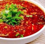 刀削麺のスープは花椒や唐辛子などのスパイスを使用する本格派です
