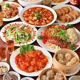 宴会コースはエビチリや麻婆豆腐など人気料理をラインナップ