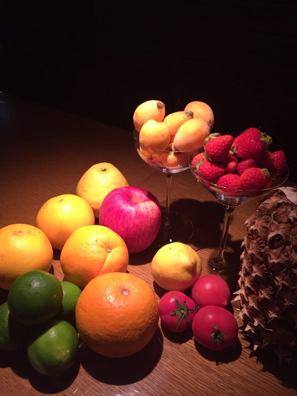 様々なフレッシュフルーツカクテル