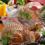 魚介も料理長が毎朝市場に足を運び自ら仕入れる厳選素材をご用意