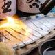 美肌効果抜群の薩摩黒酢で〆た 天然寒サバを豪快に炙ります。