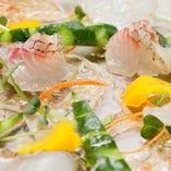 素材に合わせた調理法で提供する「本日の鮮魚料理」