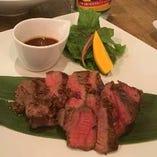 沖縄で愛されるソースで食べる「牛ヒレ肉ステーキ 沖縄A1ソース」