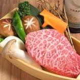お肉のうまみを堪能できるステーキもご用意しております。