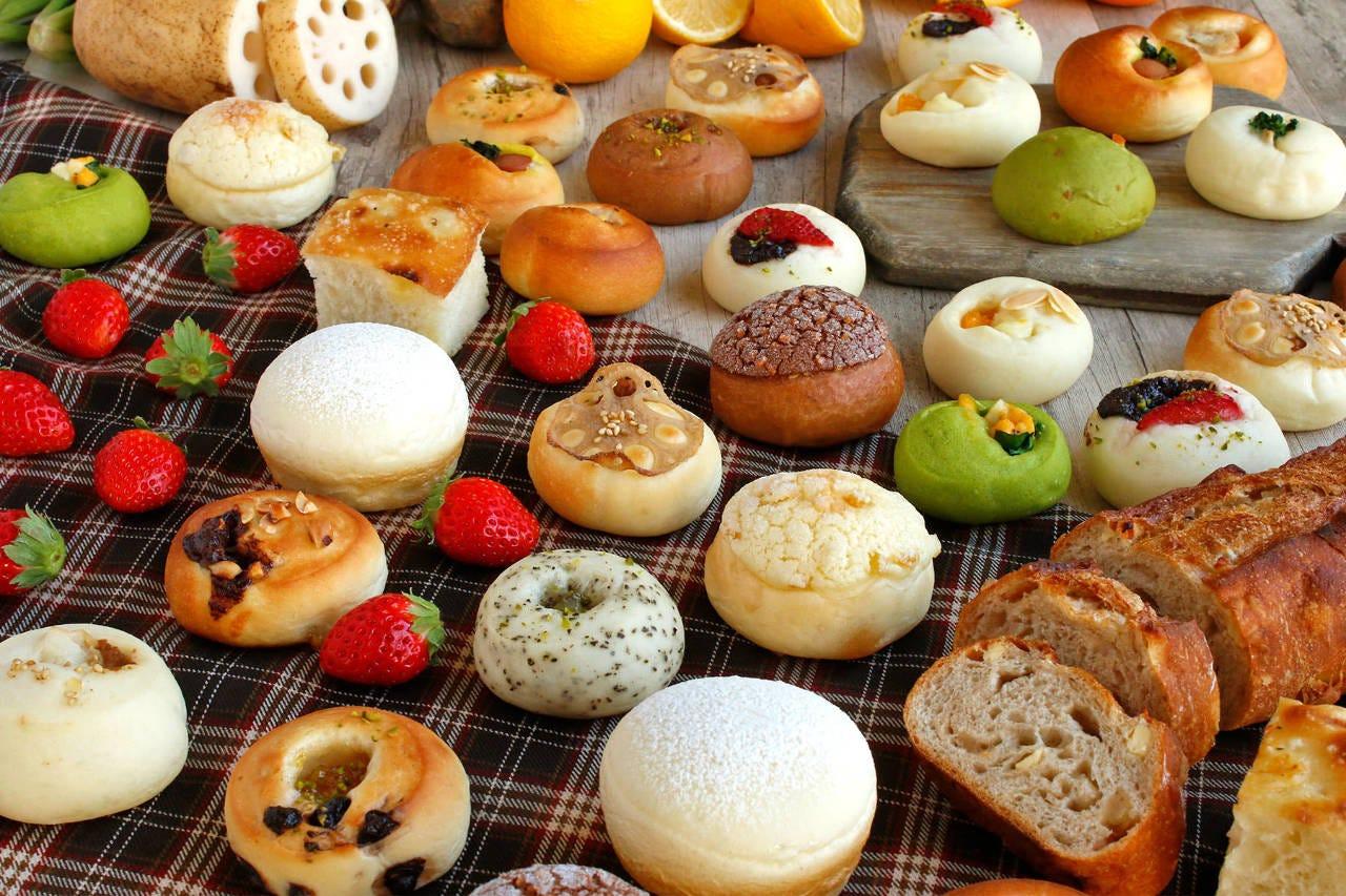 ランチタイムではパンの食べ放題とスープ&ドリンクバー付き!