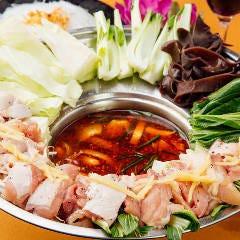 ベトナム鍋【ラウ・ガー・サテ】レモングラス香る辛口の鶏鍋