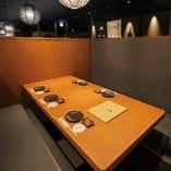テーブル席半個室(2~4名様×2部屋、4~6名様×3部屋、2~8名様×3部屋)