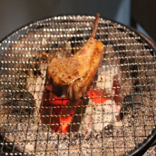 ラムチョップやスペアリブは七輪で焼き上げるから一層美味い!