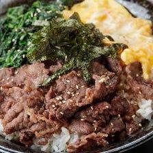 オリジナル牛丼や韓国冷麺など充実