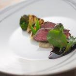 ヤマトポーク、大和肉鶏、倭鴨など奈良の食材を積極的に使っています