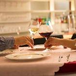ワイングラスを重ねる軽やかな音色。記念日やお誕生日にぜひ