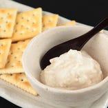 【メープルクリームチーズ】女性に大人気!おつまみとしても、デザートとしてもいけちゃう!写真は、クラッカーですが今はグレードアップしてます!!トルティーヤを揚げたあったかいクッキーと冷たく甘いメープルクリームチーズをつけてマジうま!!何度作り方を聞かれたかわかりません。