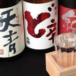 【豊富な日本酒】まず、当店には効き酒師(2015年11月取得予定)がいます。超プレミア日本酒《十四代》がある時もあります。獺祭、新政は常にあります。料理に合わせた一杯が必ずここにはある。日本酒が大好きな方も、最近飲み始めた方も、必ず満足していただけます。