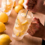 凍ったレモンを潰しながら飲むのが『いち五郎流』