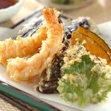 旬の素材を使った天ぷらは季節の味わいをお楽しみいただける一品