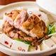 冬の人気商品:炙り鶏と水菜のみぞれ鍋。