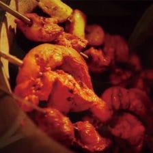 タンドリー料理は店内の竈で焼き上げ