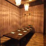 シャンデリア輝く完全個室。