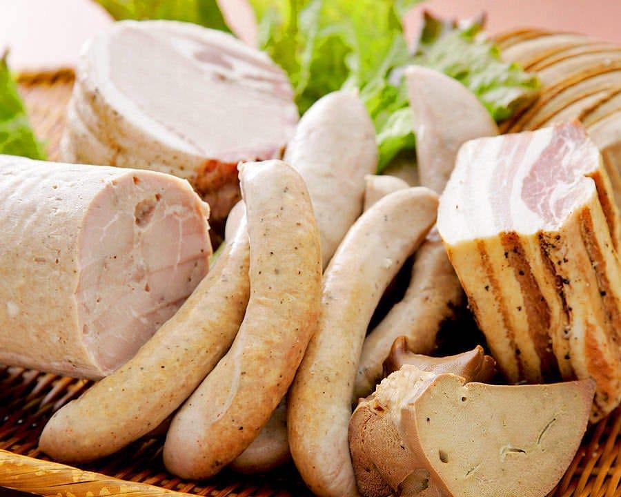 お肉のスモークを中心に,冬期は魚貝も燻製にしちゃいます♪