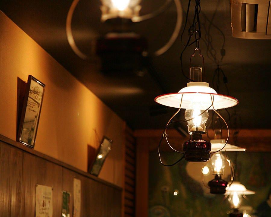 小樽の有名硝子工芸社「北一硝子」のランプ!本場の雰囲気が漂う