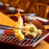 熟練の技で一つ一つ手間暇かけて揚げる天ぷらをご堪能下さい