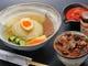 仔虎人気のランチメニュー 手打冷麺と本日のミニ丼セット