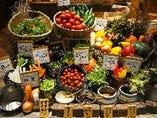 モクモクのお野菜や契約農家さんから届く新鮮な生野菜。ドレッシングの種類も様々ご用意しております。