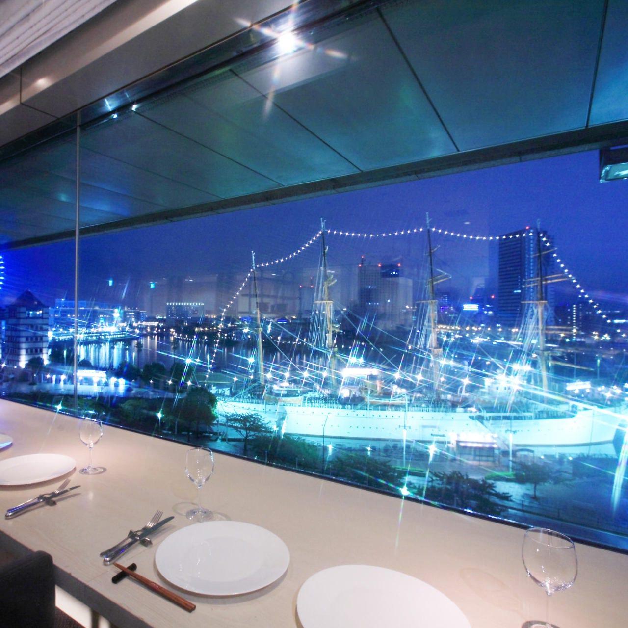 雄大な日本丸が目の前の、最高の夜景は特別な時間にピッタリ