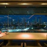 窓側カップル席からの夜景