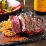 愛知牛の炭火赤身ステーキ 赤身ステーキの肉々しさと赤ワインがベストマッチ◎
