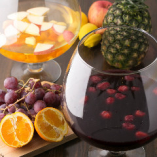 フルーツをたっぷり使用するサングリア