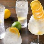 SNS映え◎レモンをたっぷり使ったサワーを多数ご用意!レモンタワー、ジンレモン、リモンチェッロサワーなどなど♪