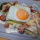 ロメインレタスを鉄板上で焼き上げたホットサラダ!