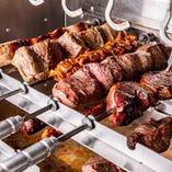 お肉はもちろん、チーズに野菜など、20種のシュラスコが食べ放題