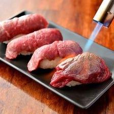 注目の炙り肉寿司はなんと食べ放題で