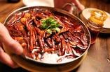 水煮魚(スイズウギョ) 2980円(税抜) 四川伝統の激辛鍋