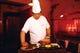 北京ダックは、料理人がその場で切り分けてくれます。記念撮影OK