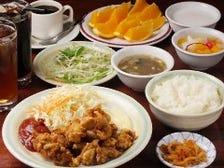ランチは580円〜!ドリンク(珈琲・烏龍茶)、デザート、ご飯おかわり無料。11〜15時