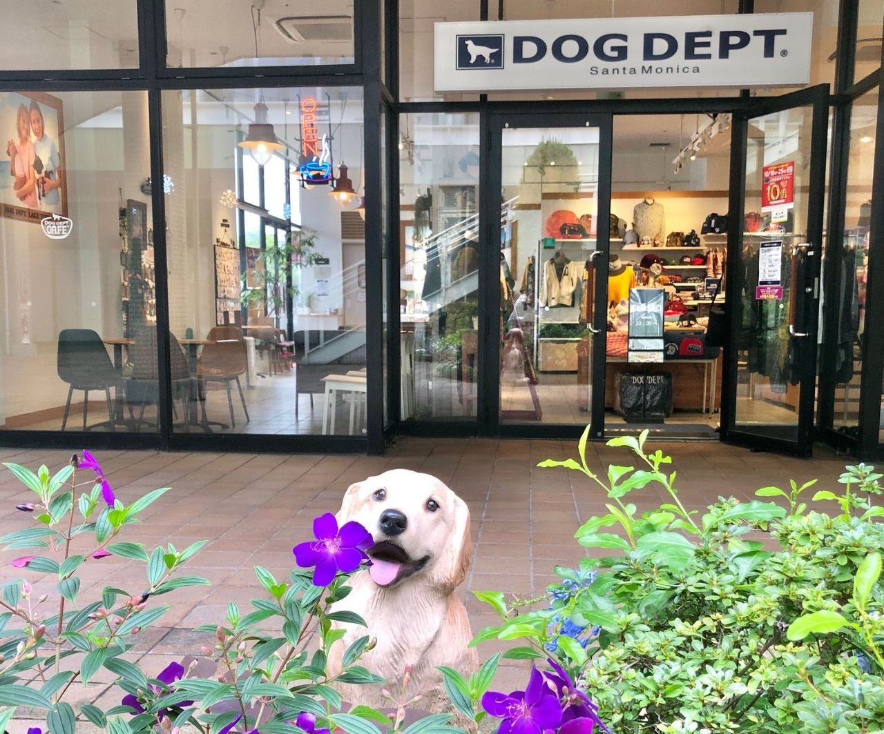 DOG DEPT CAFEレイクタウンアウトレット店