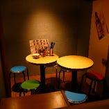 デートにも最適な少人数のお客様専用テーブル席(1名様~2名様)