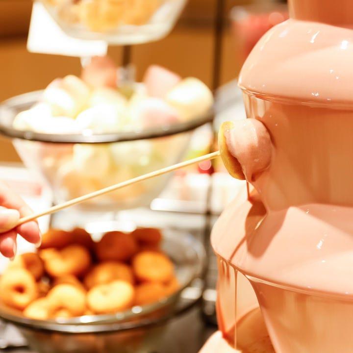 チョコファウンテンも人気! とろ~りチョコをたっぷり付けて♪