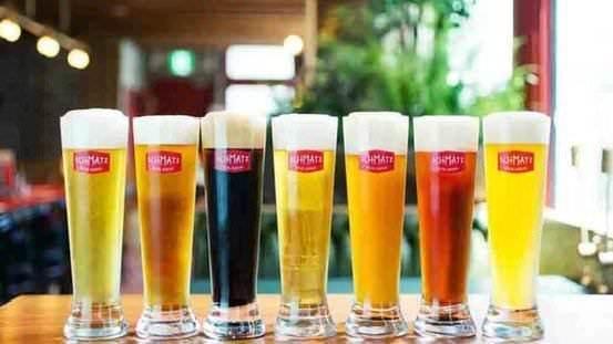 ビアテンダーが注ぐクラフトビール