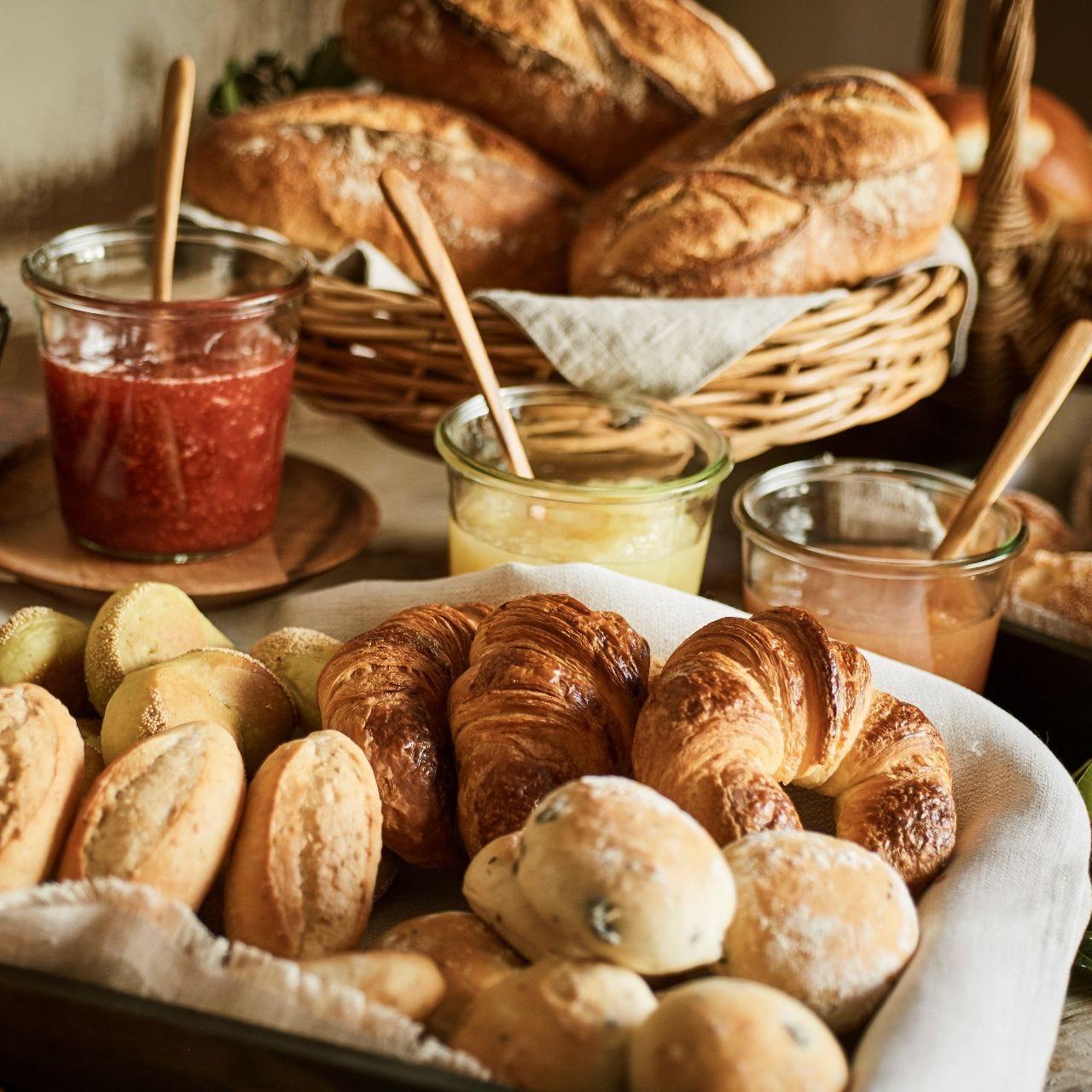 もちろんパンも手作り。ベーカリーでテイクアウトもできる