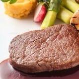 オーガニック牛のグリエ ソース・マデラ (日によって内容は変わります)